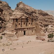 La fachada del Deir
